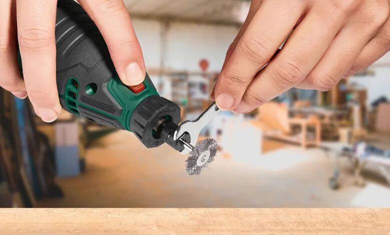 عملية تركيب راس جديد(فرشاة حديد) للمثقاب الكهربائي الصغير بواسطة مفتاح الربط