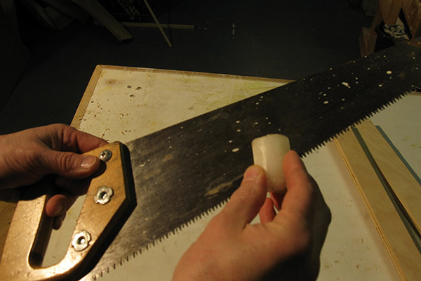 Lubricating the handsaw blade