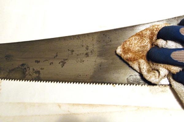 Handsaw's blade sandpapered